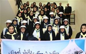 بازدید دانش آموزان مدارس آموزش و پرورش ناحیه دو رشت از شعبه دو تامین اجتماعی با حضور مدیر کل سازمان تامین اجتماعی استان گیلان