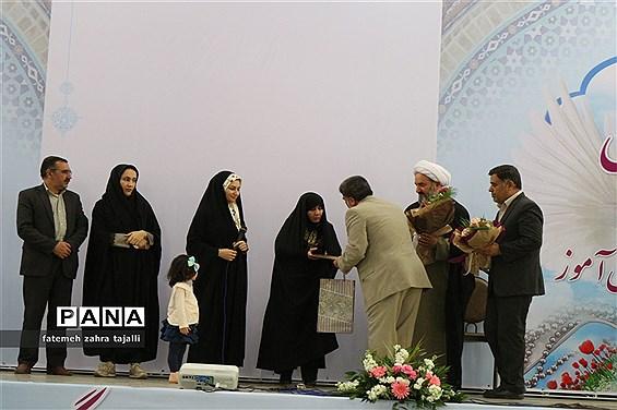 آئین تجلیل از شهدای فرهنگی و دانش آموز در استان سمنان برگزار شد