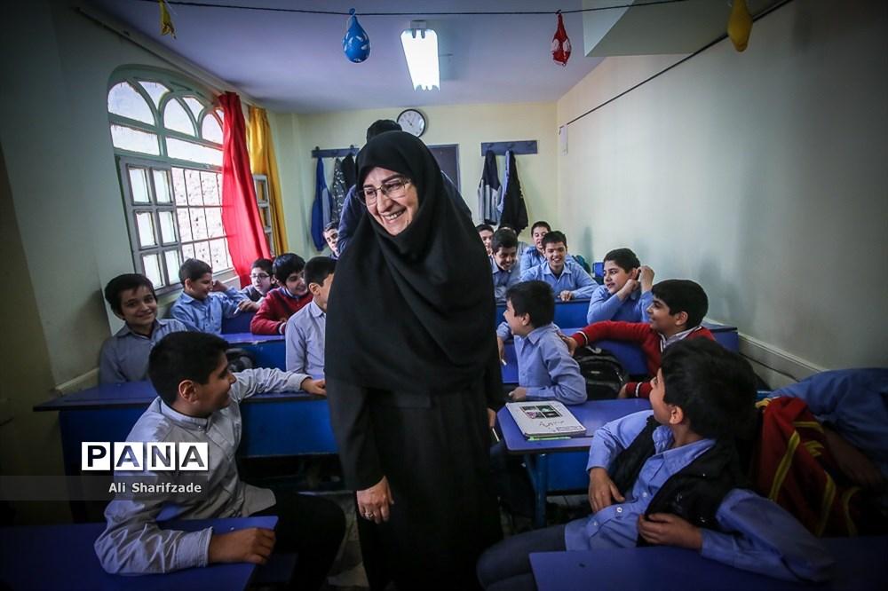 بازدید سرزده معاون آموزش ابتدایی وزیر آموزش و پرورش از مدارس ابتدایی
