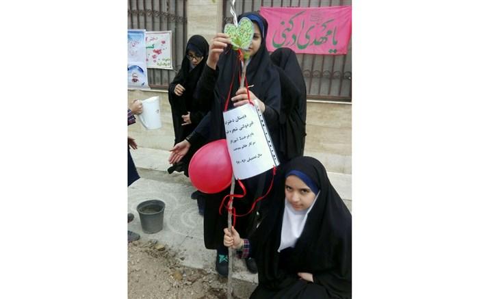 کاشت نهال به نام معلمان، هدیه دانشآموزان پردیسی به آموزگارانشان
