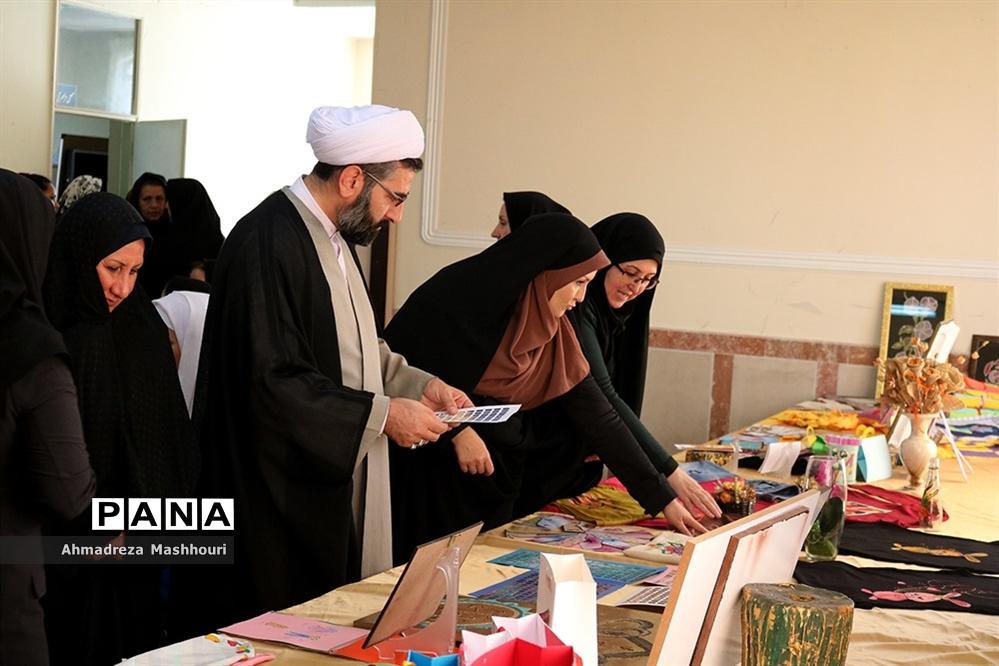 نمایشگاه و  فعالیتهای دانش آموزان دختر با نیازهای ویژه مدرسه علامه طباطبایی ناحیه 3 تبریز